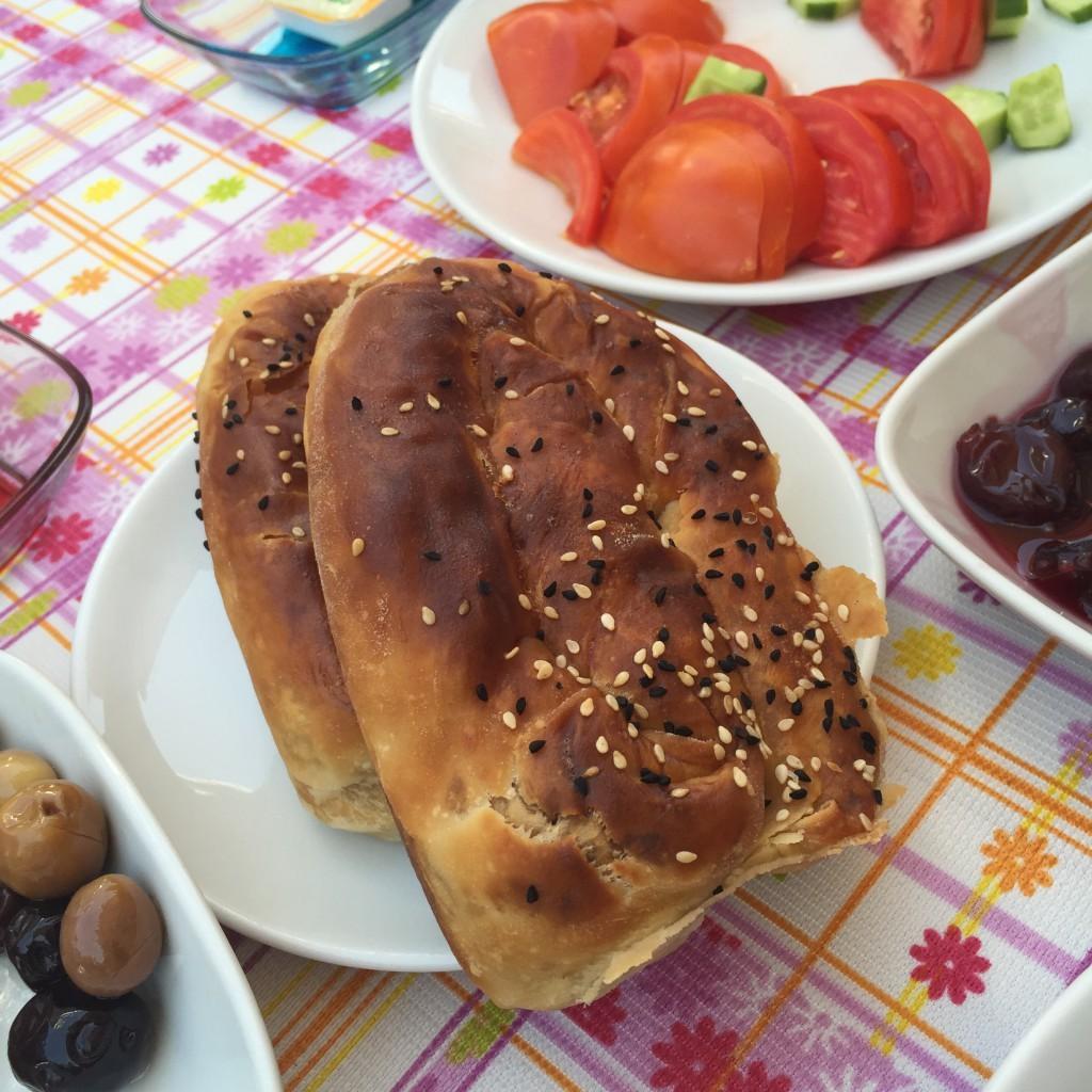 patlıcanlı börek-lalezar kahvaltı salonu-bozcaada