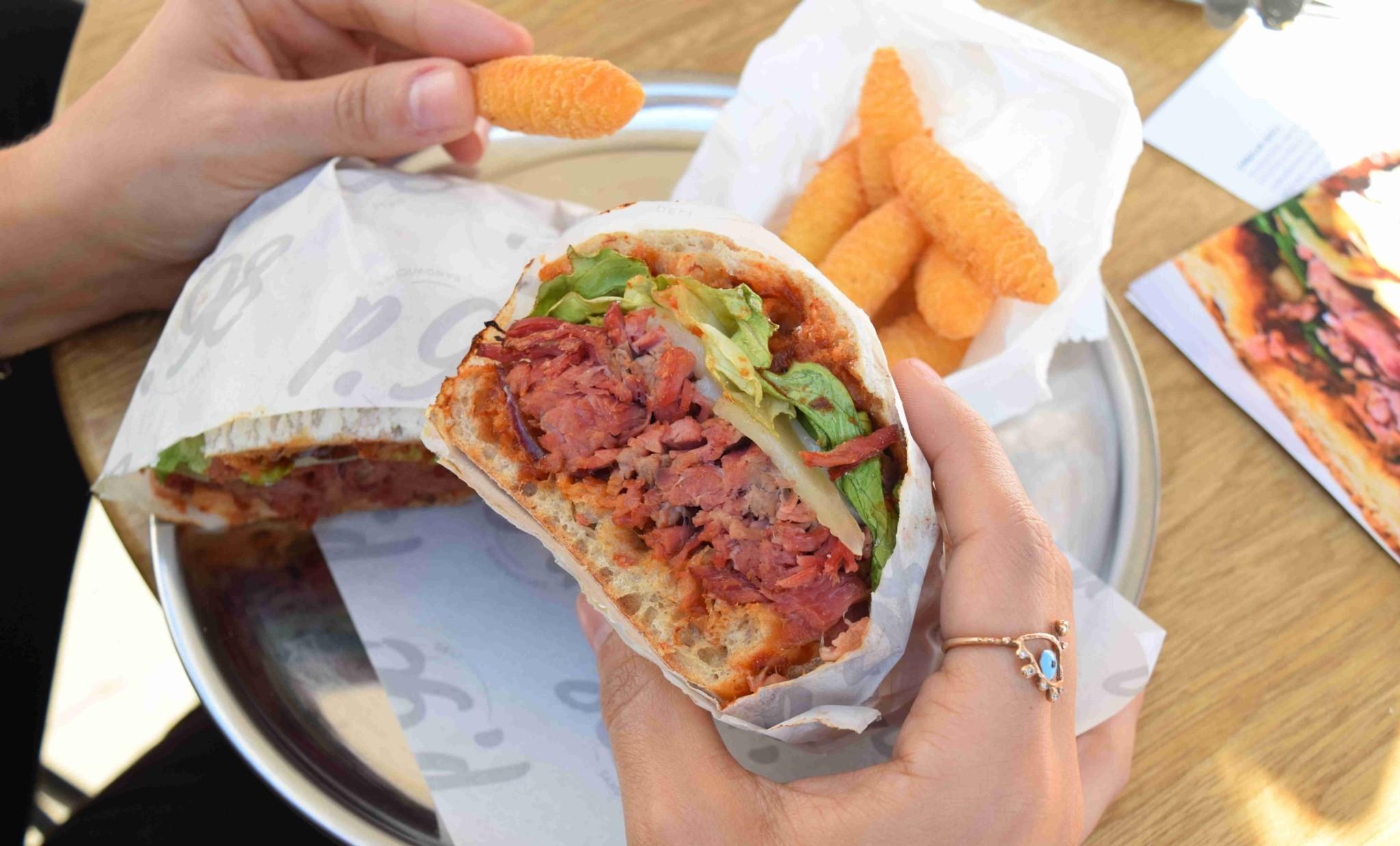 cornbeef-sandvic-86d deli sandwiches