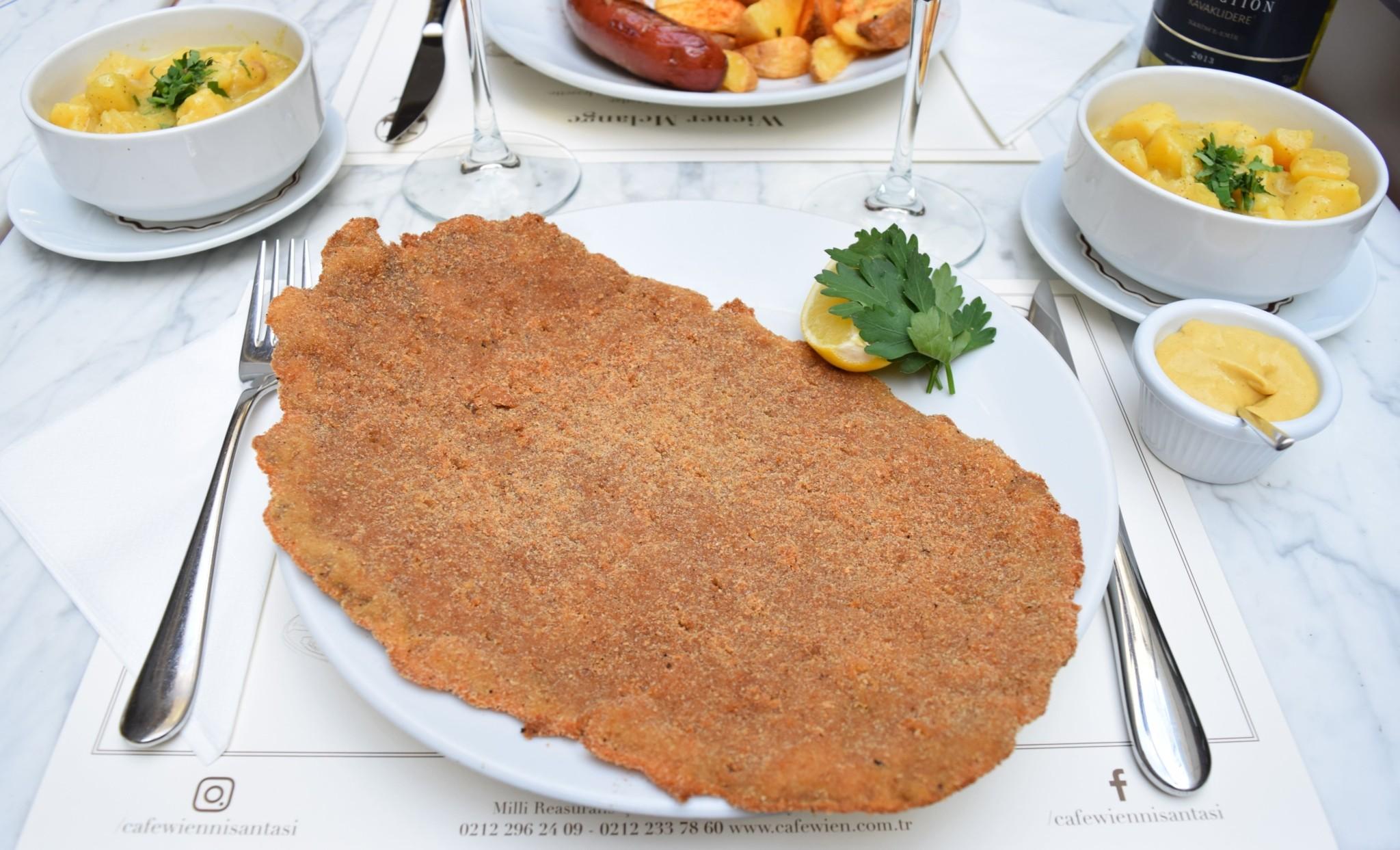 Domates Soslu Spagetti Eşliğinde Viyana Usulü Şnitzel Tarifi 25